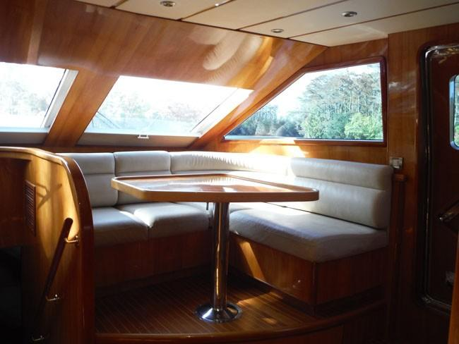Galley Dinette to Starboard