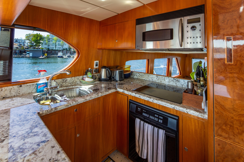 61 Ocean Alexander Days Off 2004 Vancouver | Denison Yacht Sales
