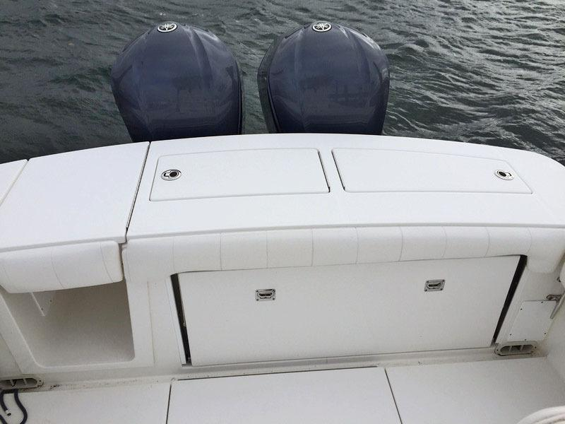 Regulator 28 Center Console