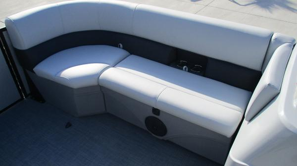 2021 Bentley boat for sale, model of the boat is 243 Fish-N-Cruise & Image # 12 of 60