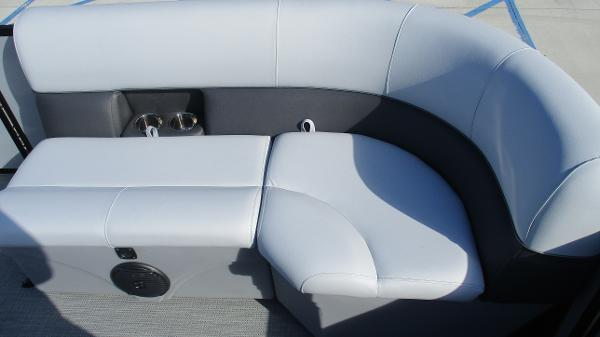 2021 Bentley boat for sale, model of the boat is 243 Fish-N-Cruise & Image # 13 of 60