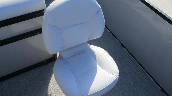 2021 Bentley boat for sale, model of the boat is 243 Fish-N-Cruise & Image # 23 of 60