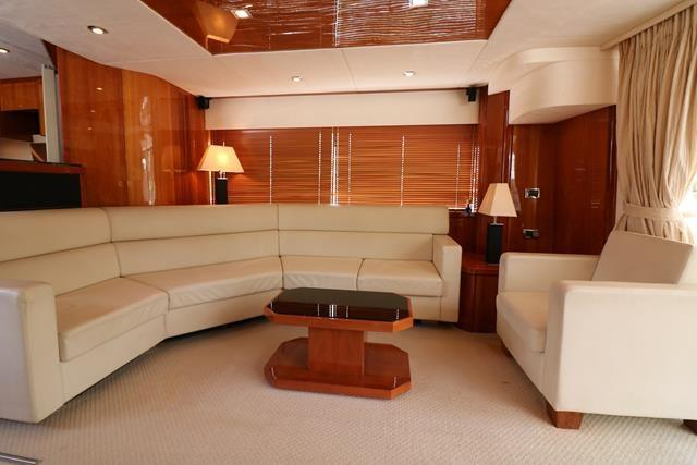 Saloon with Large settee