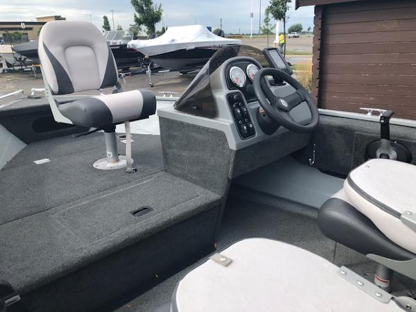 2018 Smoker Craft boat for sale, model of the boat is Resorter & Image # 5 of 7
