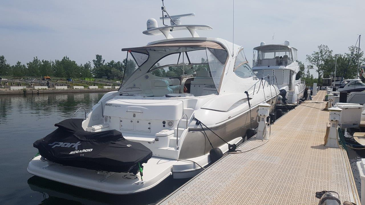 58 ft Cruisers Yachts 560 Express