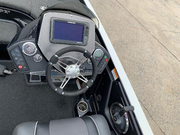 2015 Ranger Boats boat for sale, model of the boat is Z521C & Image # 9 of 10