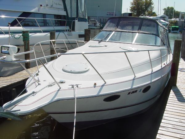 32' Chris-Craft 322 Crowne