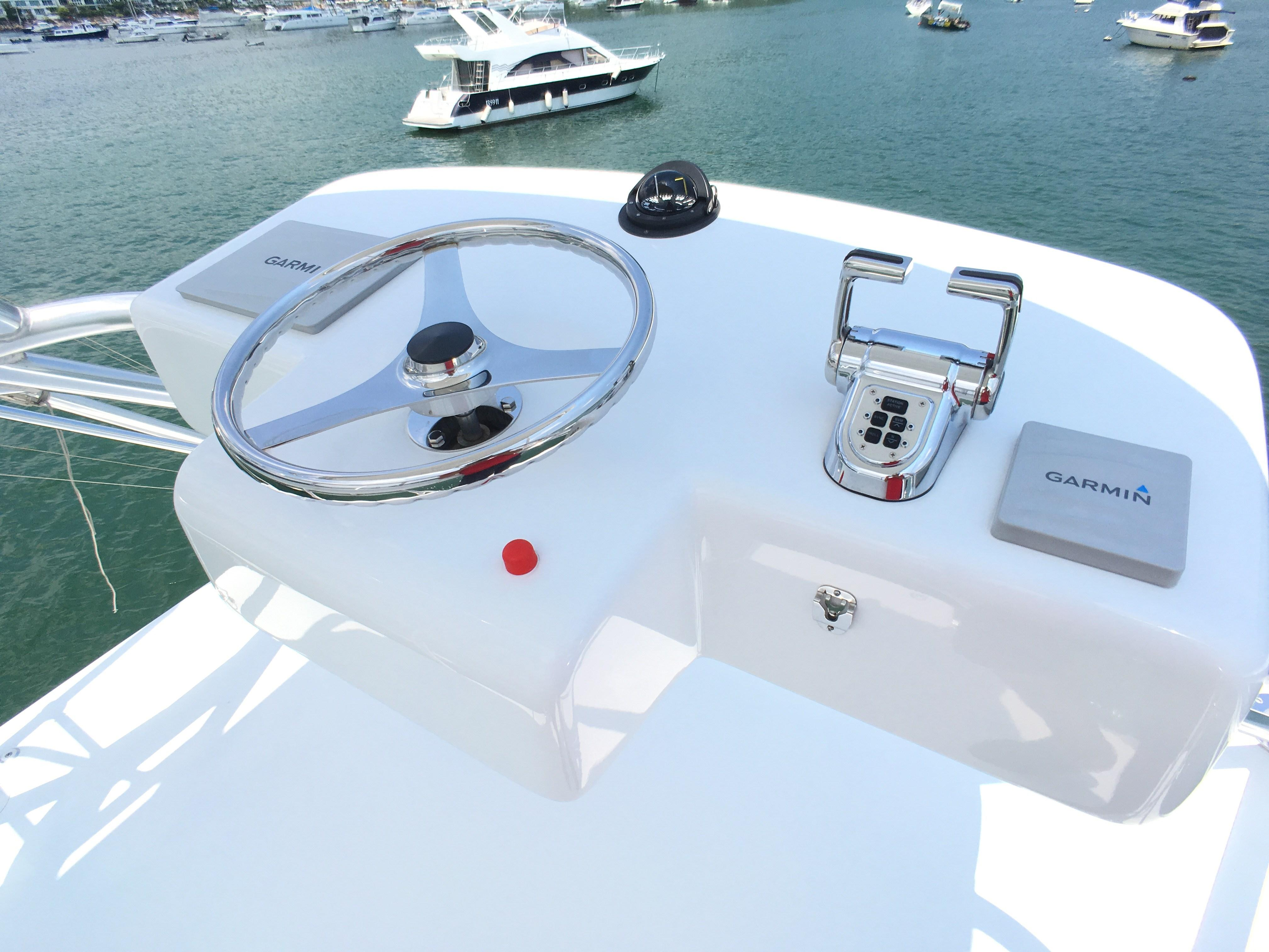 Hatteras 45 Flybridge Helm
