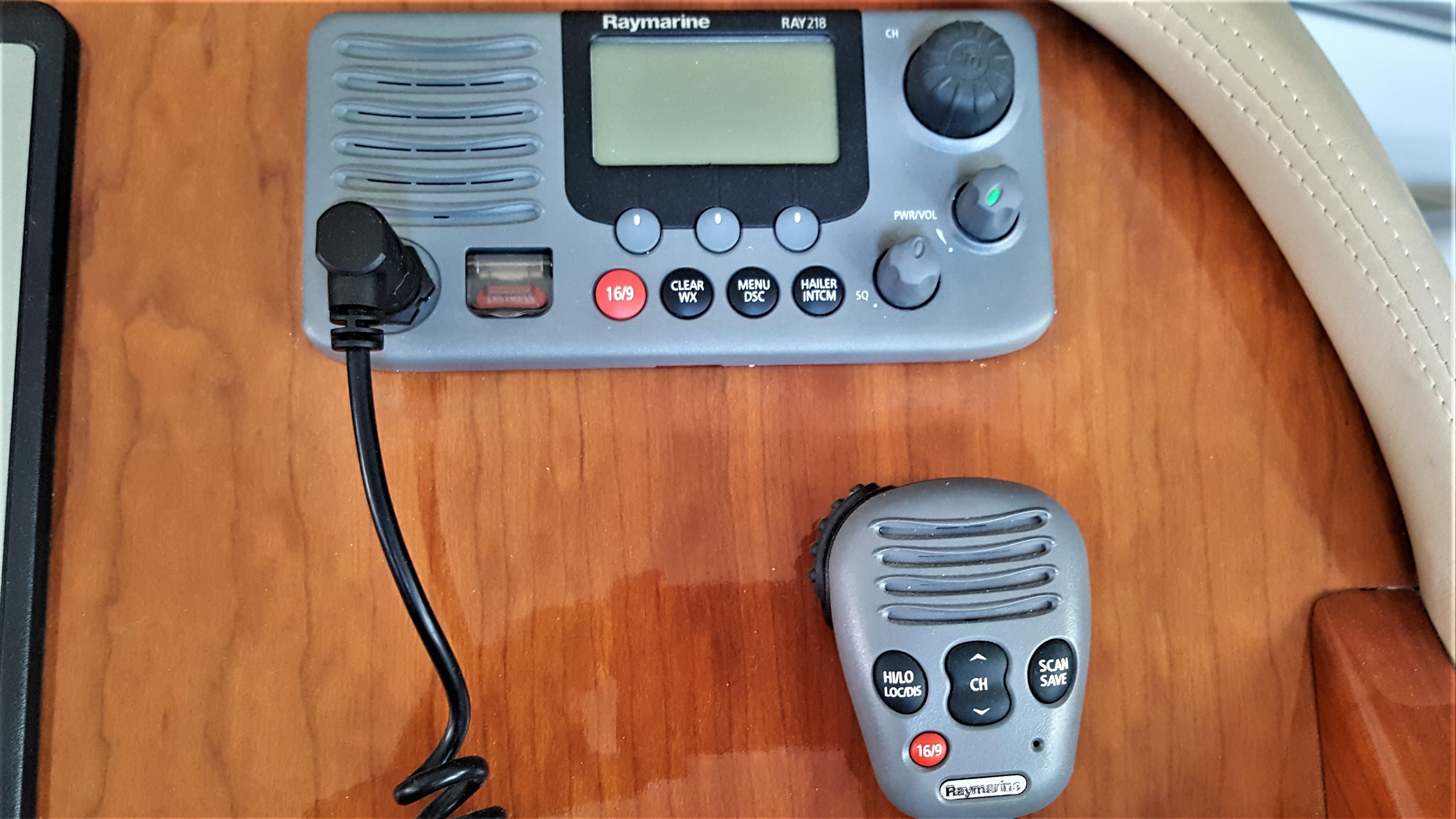 Raymarine Ray215 VHF Radio