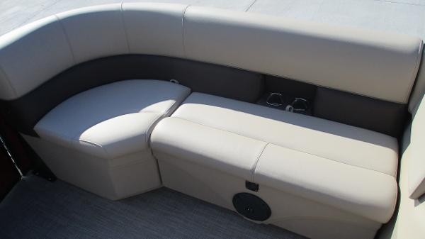 2021 Bentley boat for sale, model of the boat is 243 Fish-N-Cruise & Image # 11 of 59
