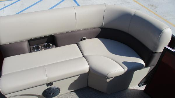 2021 Bentley boat for sale, model of the boat is 243 Fish-N-Cruise & Image # 12 of 59