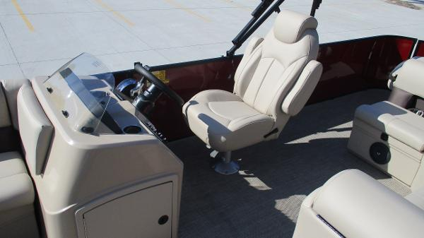 2021 Bentley boat for sale, model of the boat is 243 Fish-N-Cruise & Image # 13 of 59
