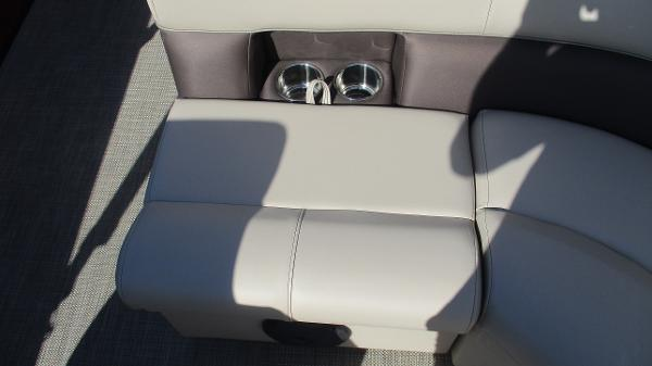 2021 Bentley boat for sale, model of the boat is 243 Fish-N-Cruise & Image # 25 of 59