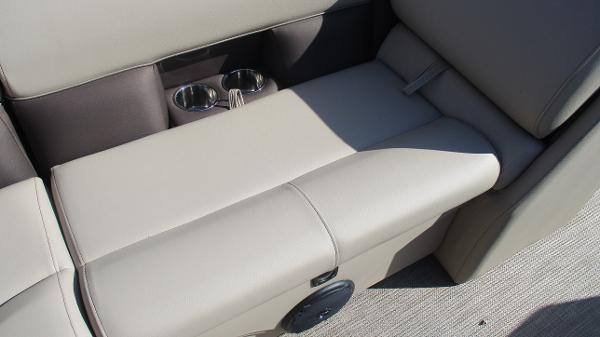 2021 Bentley boat for sale, model of the boat is 243 Fish-N-Cruise & Image # 29 of 59