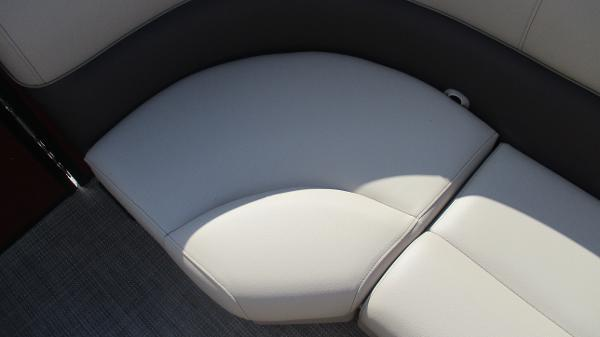 2021 Bentley boat for sale, model of the boat is 243 Fish-N-Cruise & Image # 52 of 59
