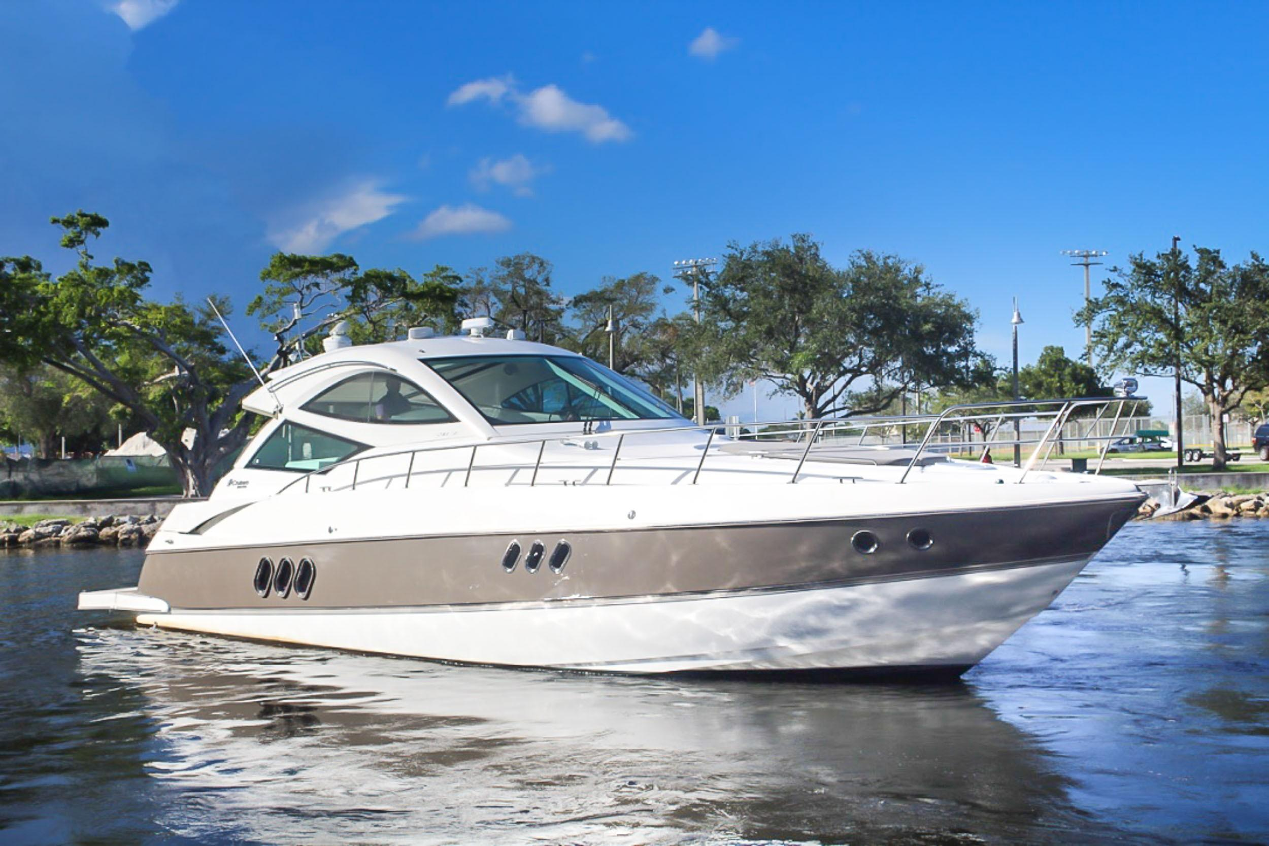 54 ft Cruisers Yachts Sport Coupe