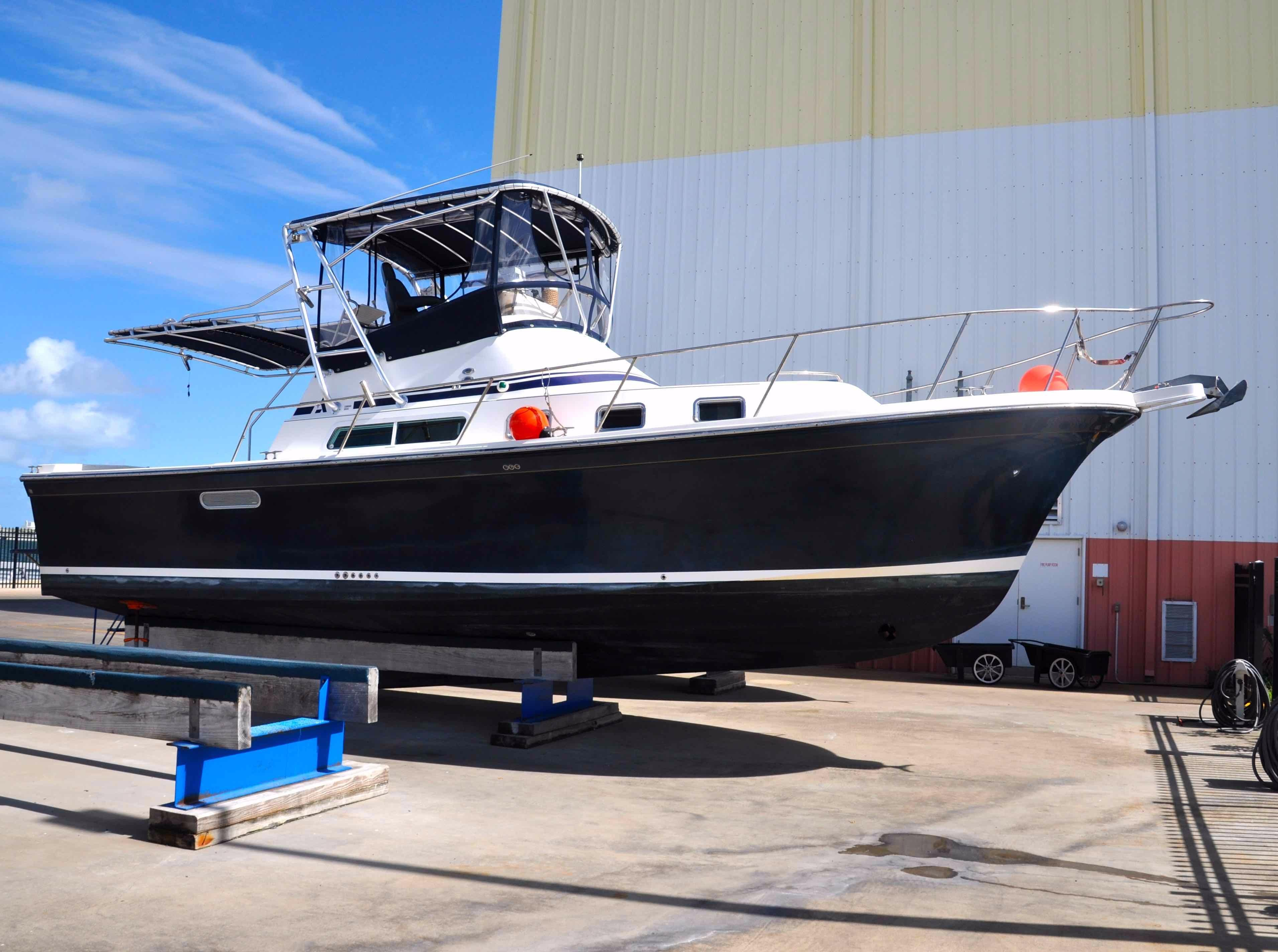 2006 Albin Yachts 35 Command Bridge