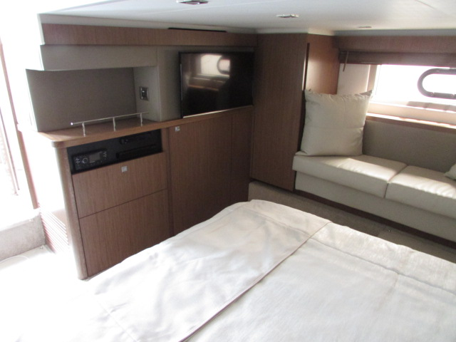 2018 Sea Ray boat for sale, model of the boat is 460 Sundancer & Image # 1859 of 2914