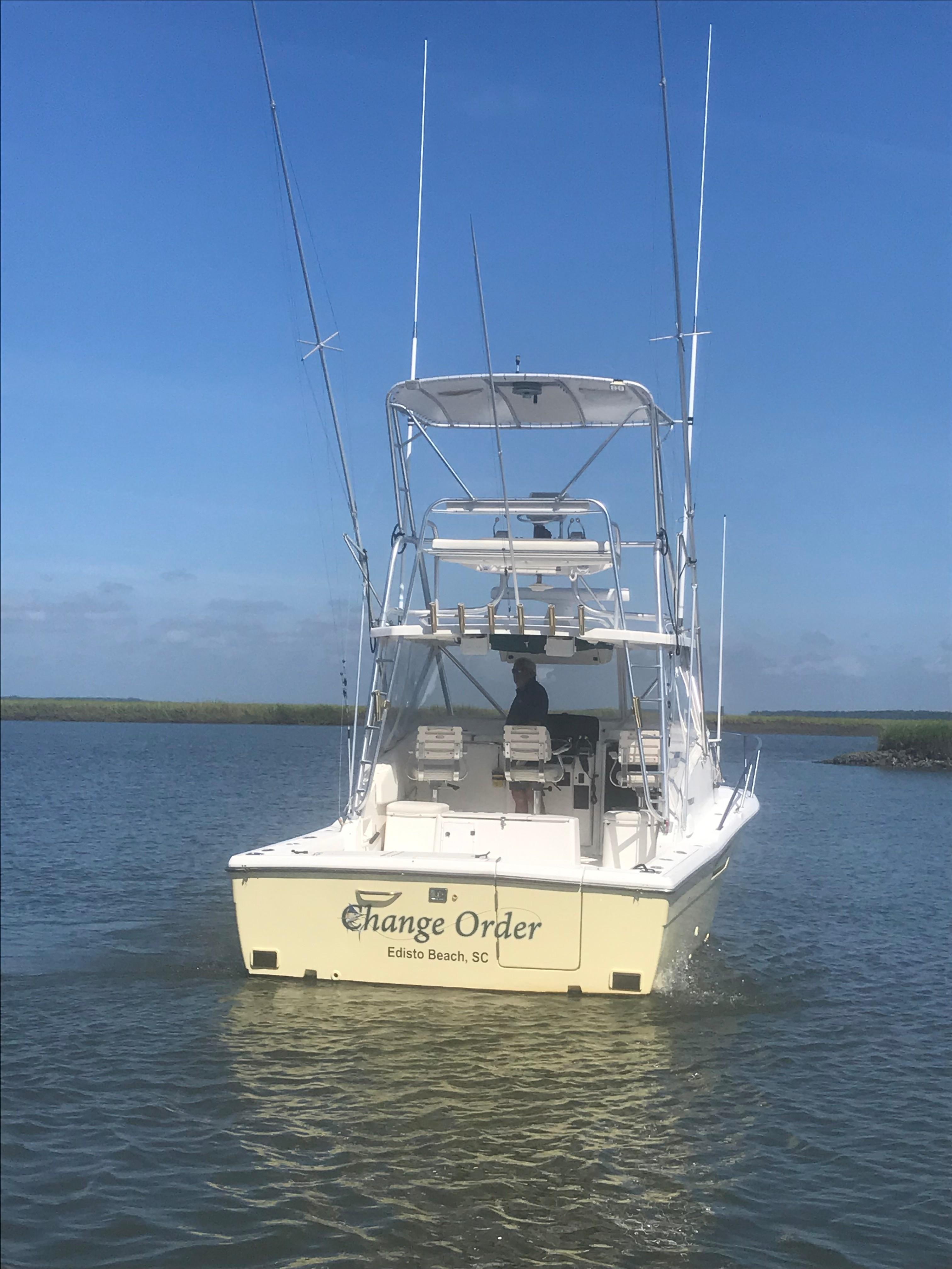Pursuit 3000 Offshore - Transom shot