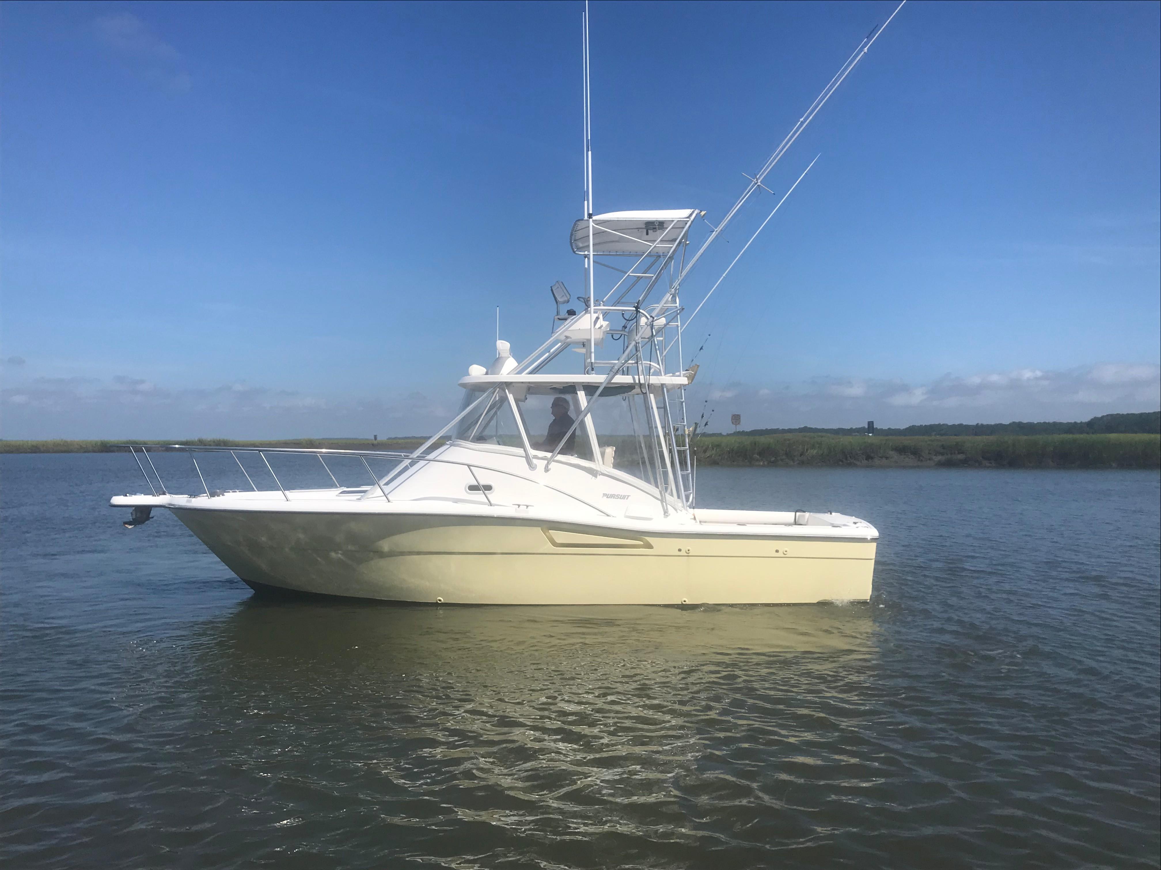 Pursuit 3000 Offshore - Portside Profile