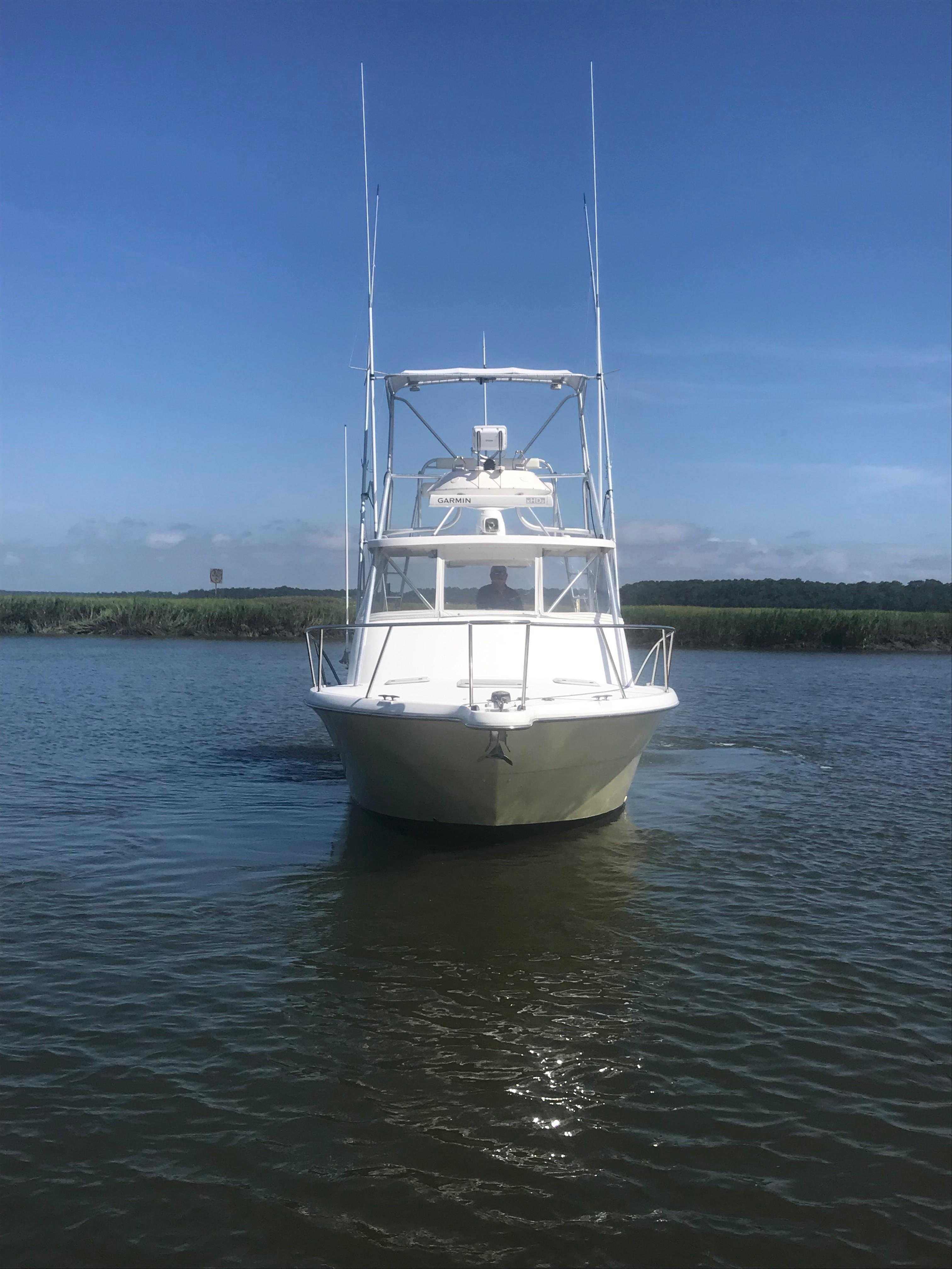 Pursuit 3000 Offshore - Bow Shot