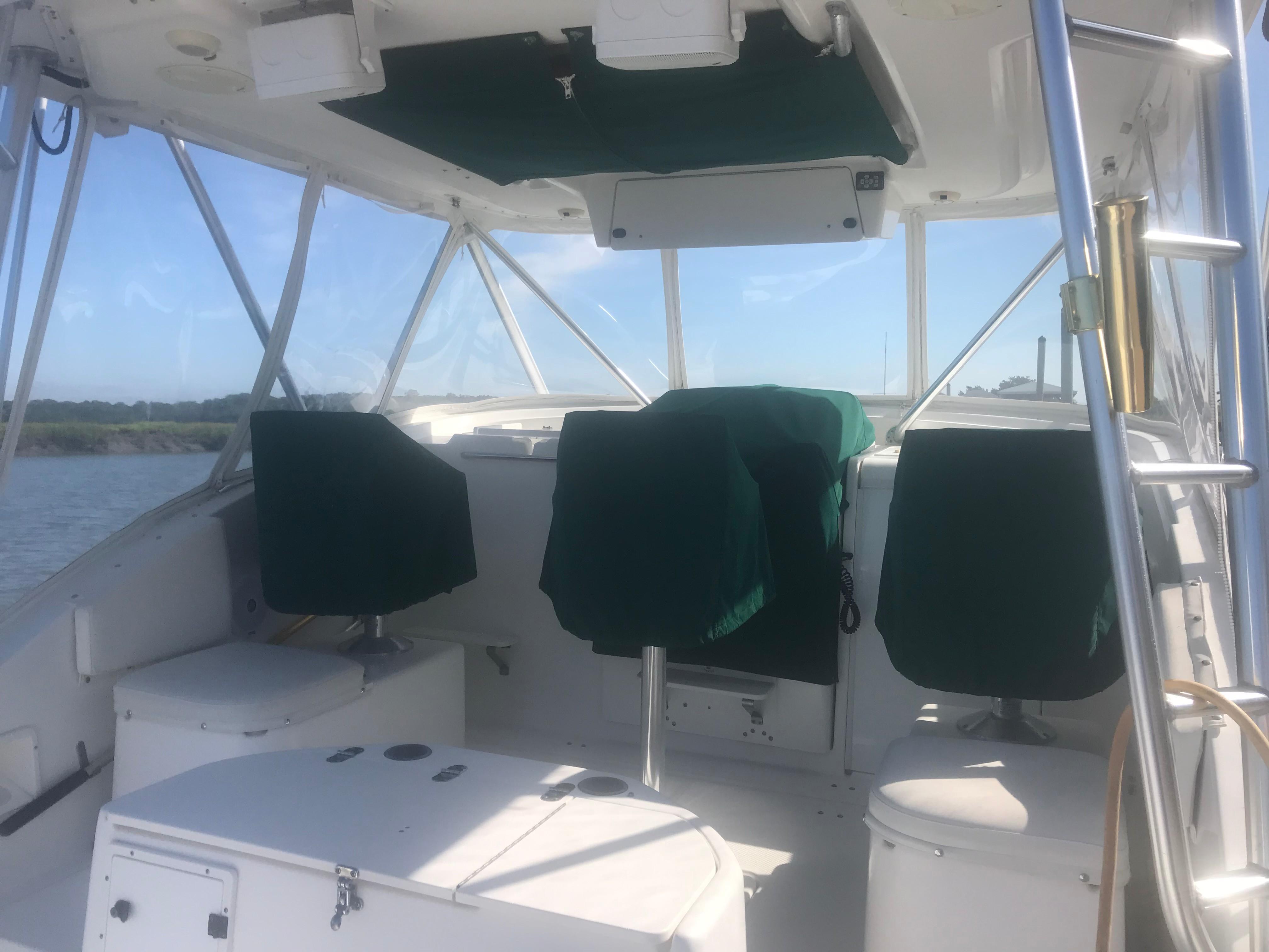 Pursuit 3000 Offshore - Bridge Deck