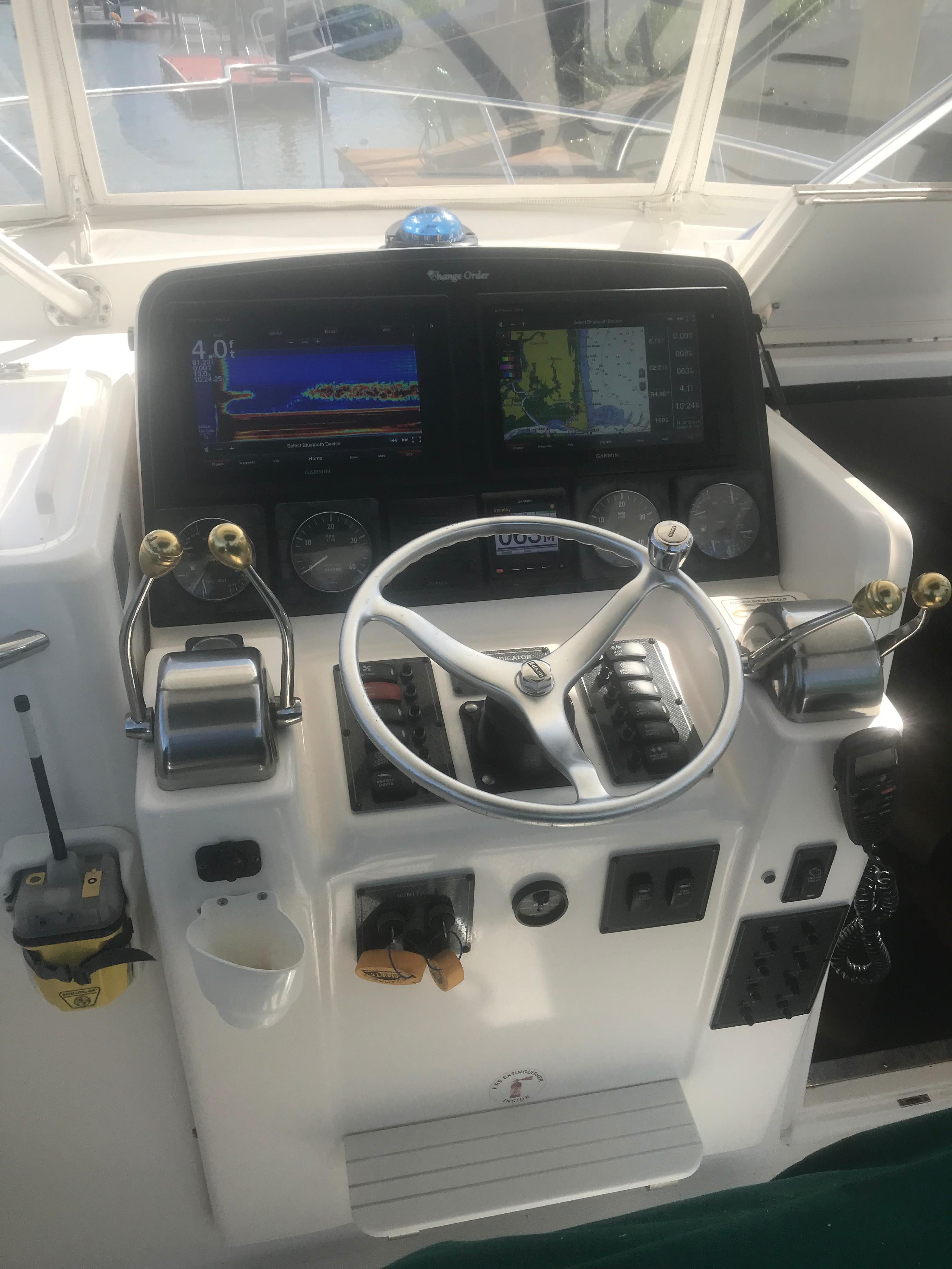 Pursuit 3000 Offshore - Centerline Helm