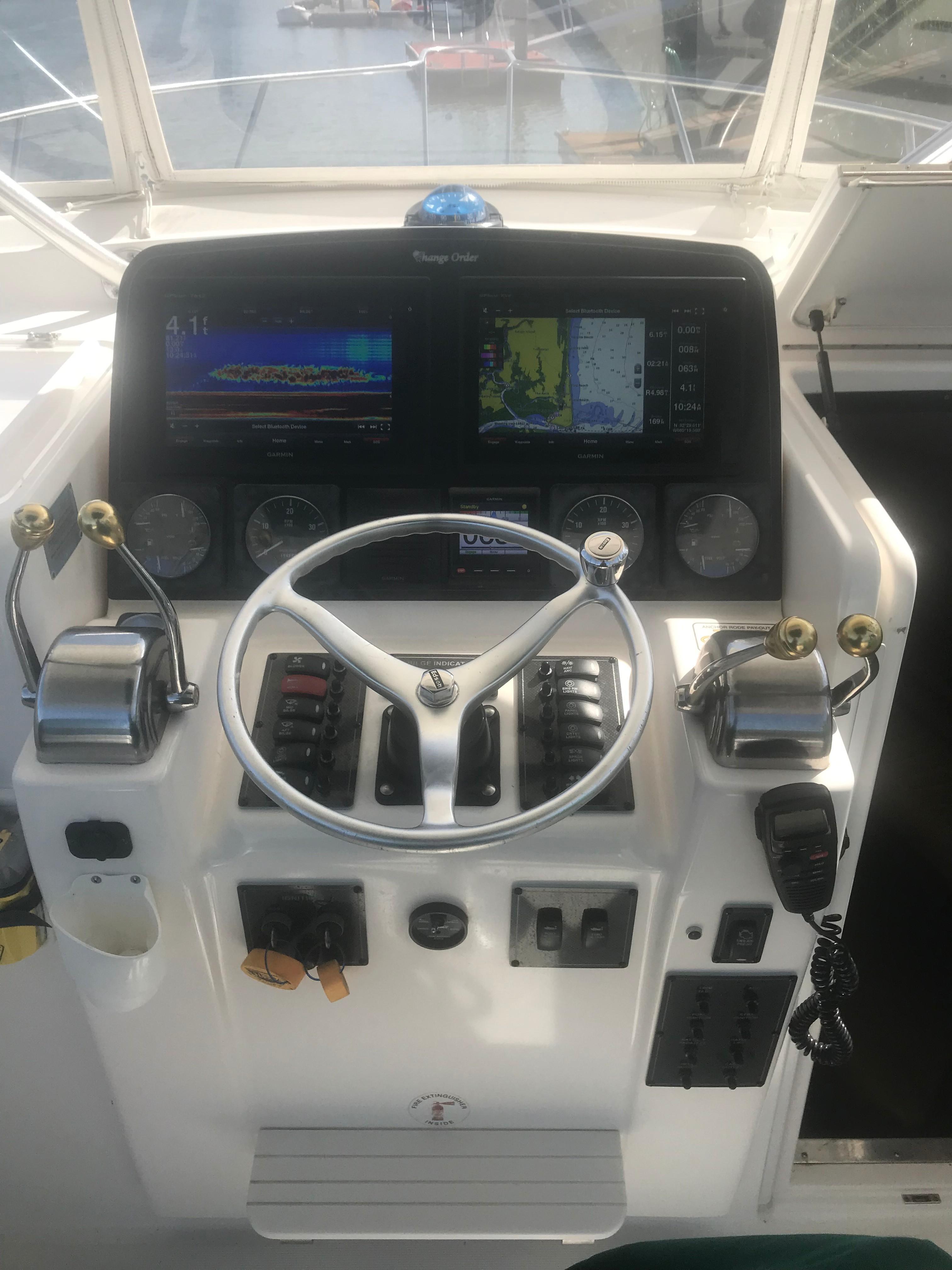 Pursuit 3000 Offshore - Fresh Garmin Electronics