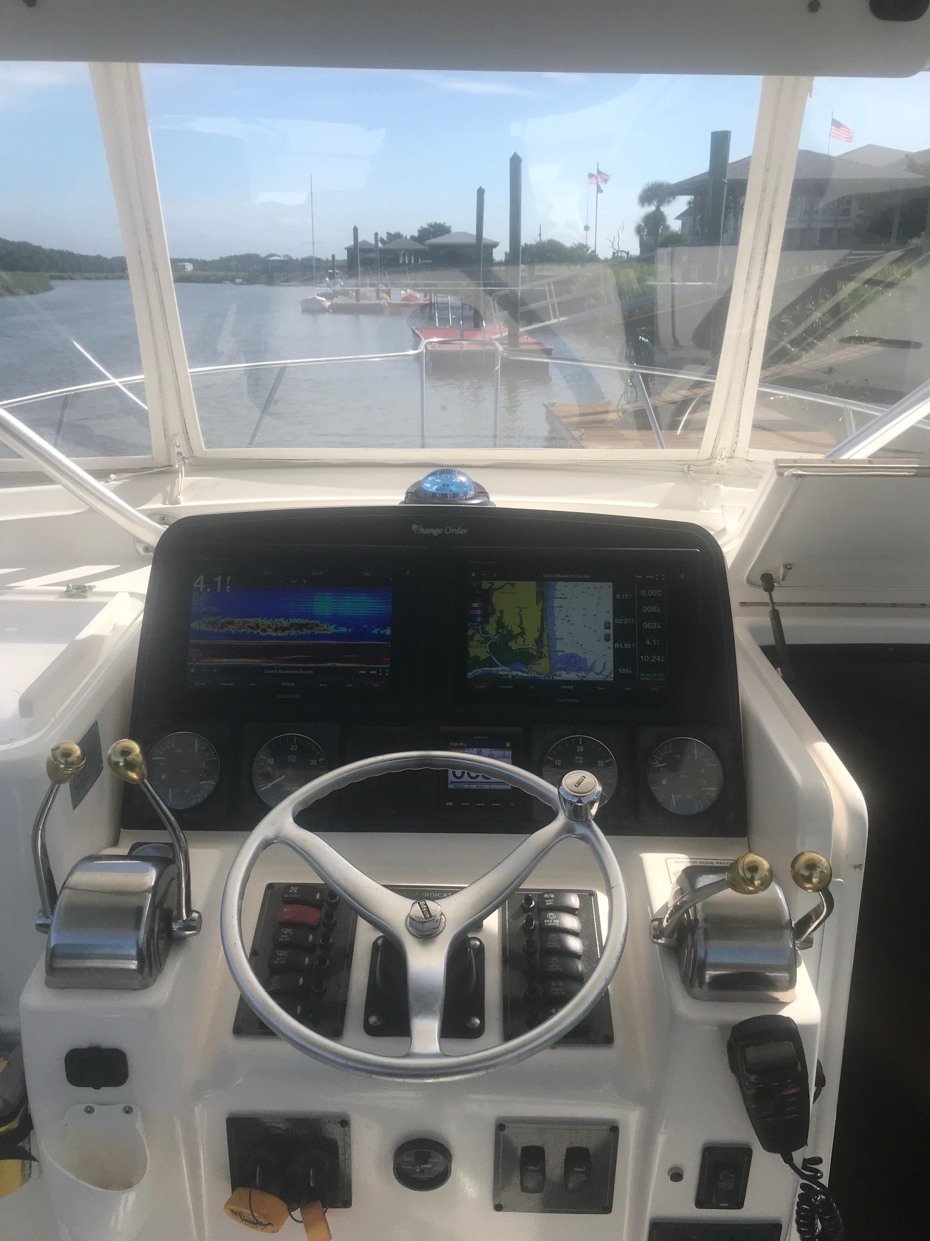 Pursuit 3000 Offshore - Strataglass Enclosure