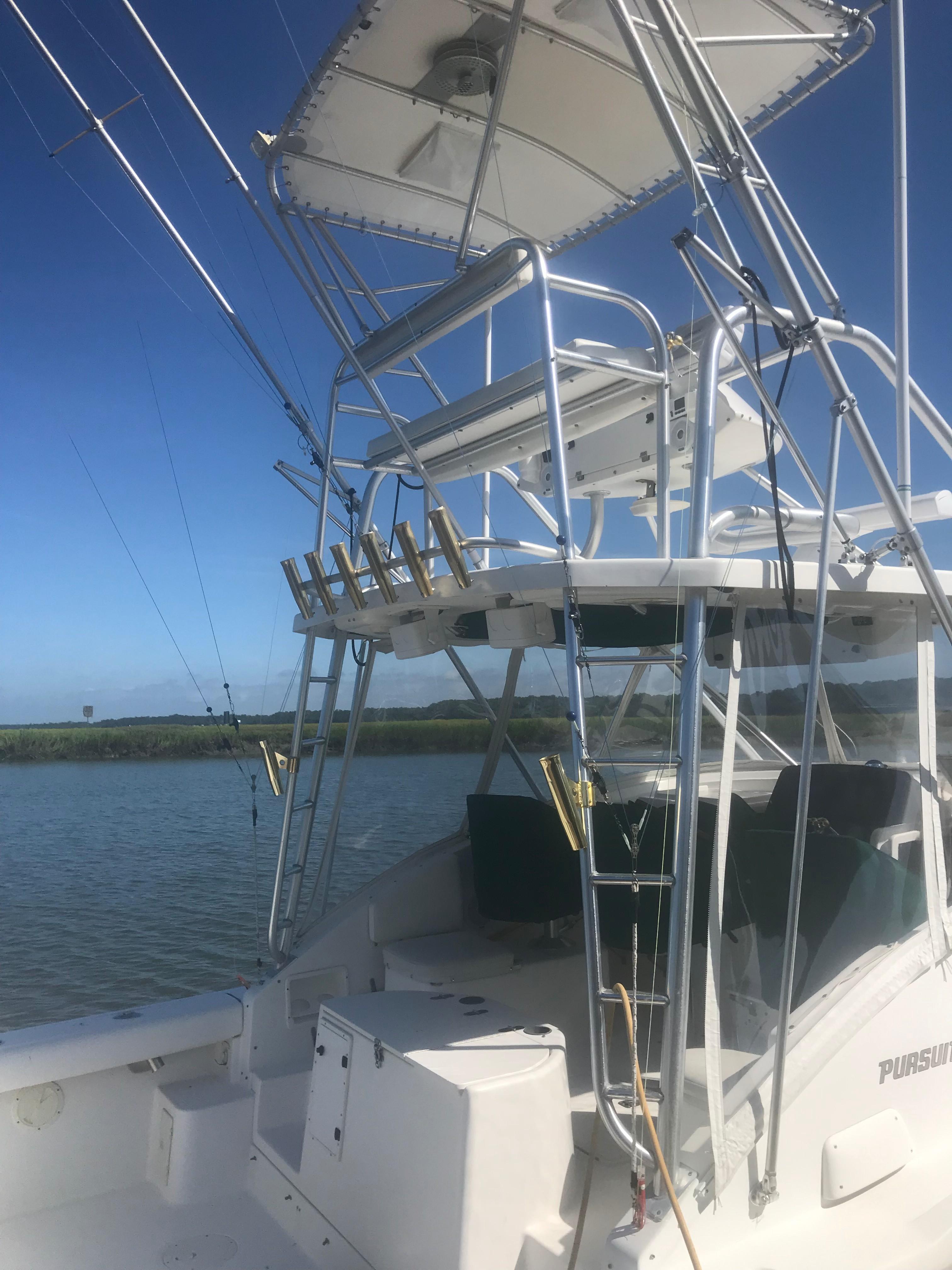 Pursuit 3000 Offshore - Tower Profile