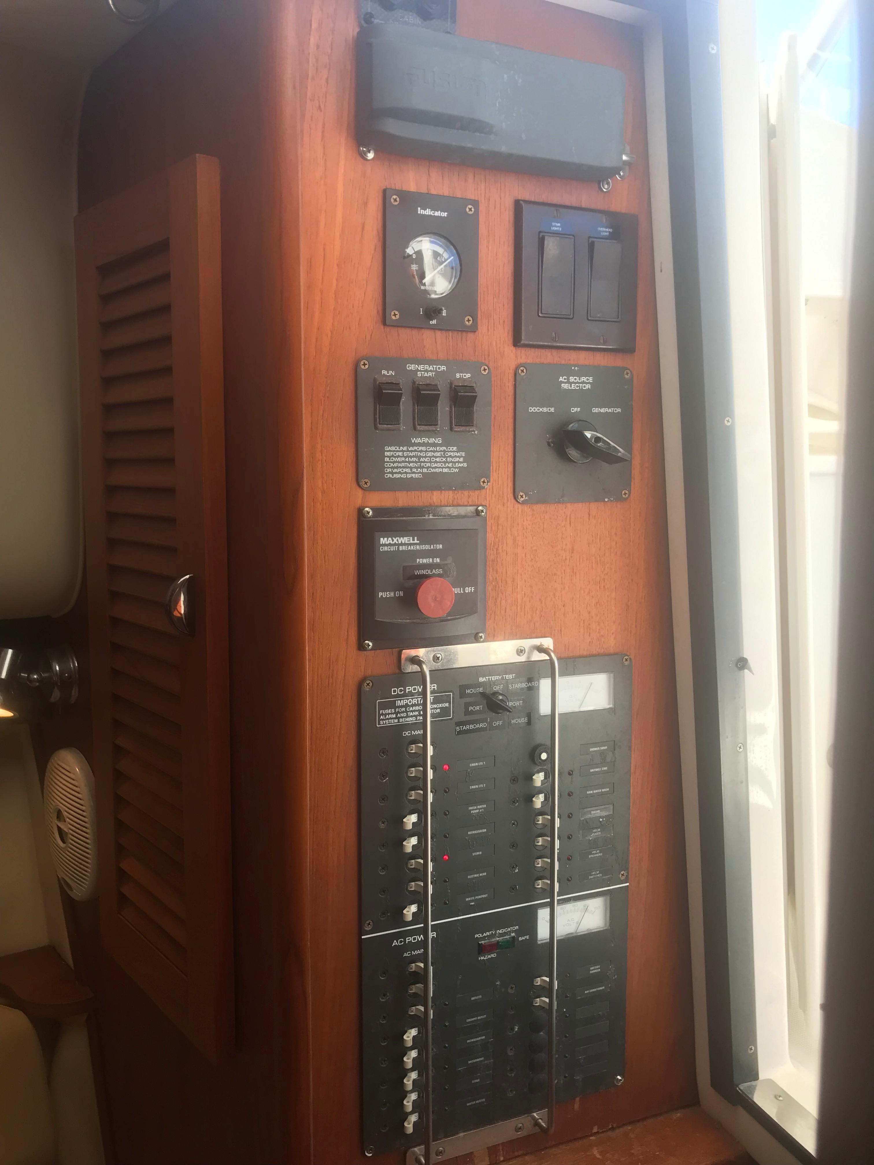 Pursuit 3000 Offshore - Power Panel
