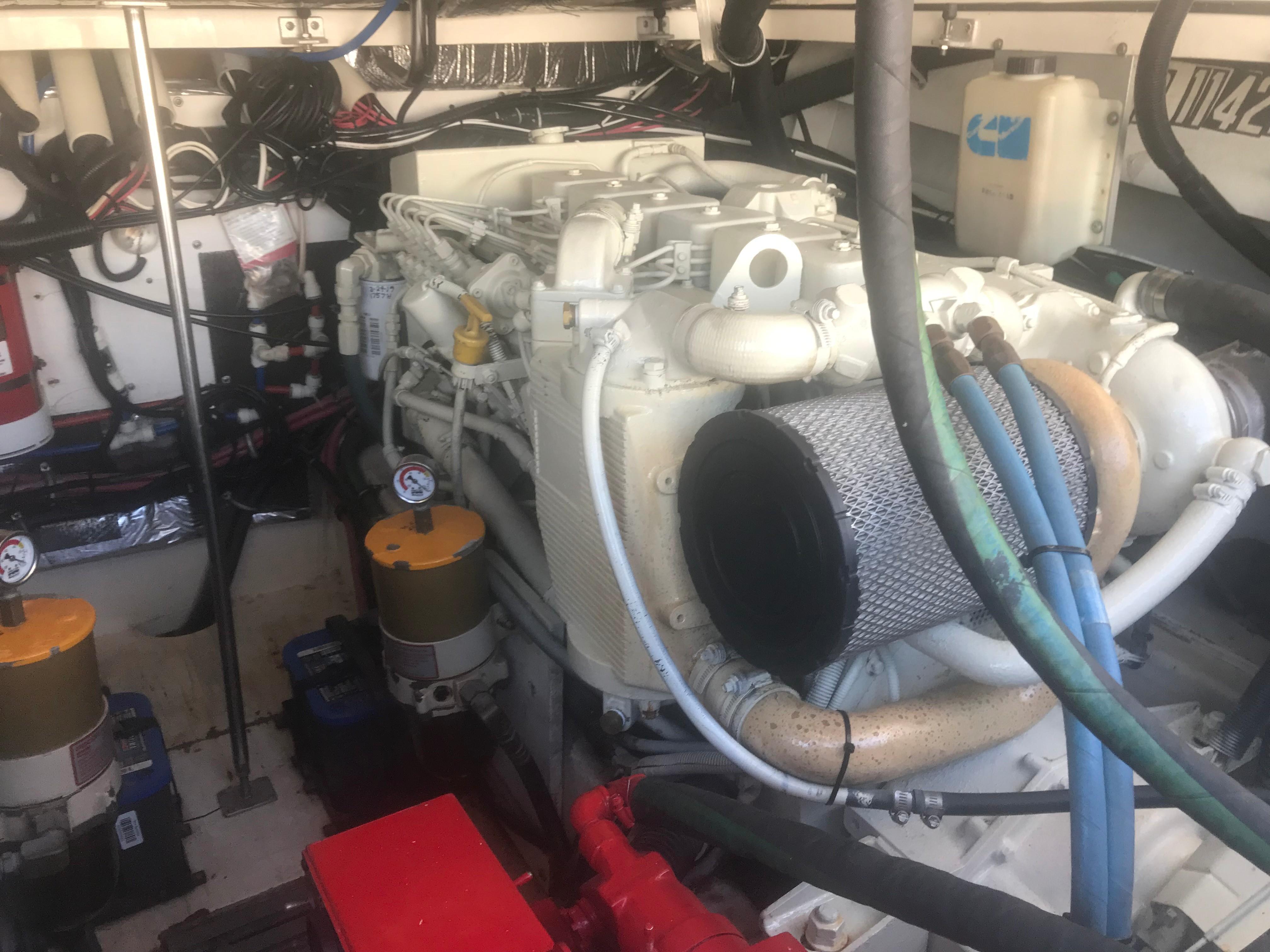Pursuit 3000 Offshore - Cummins 330HP Diesels