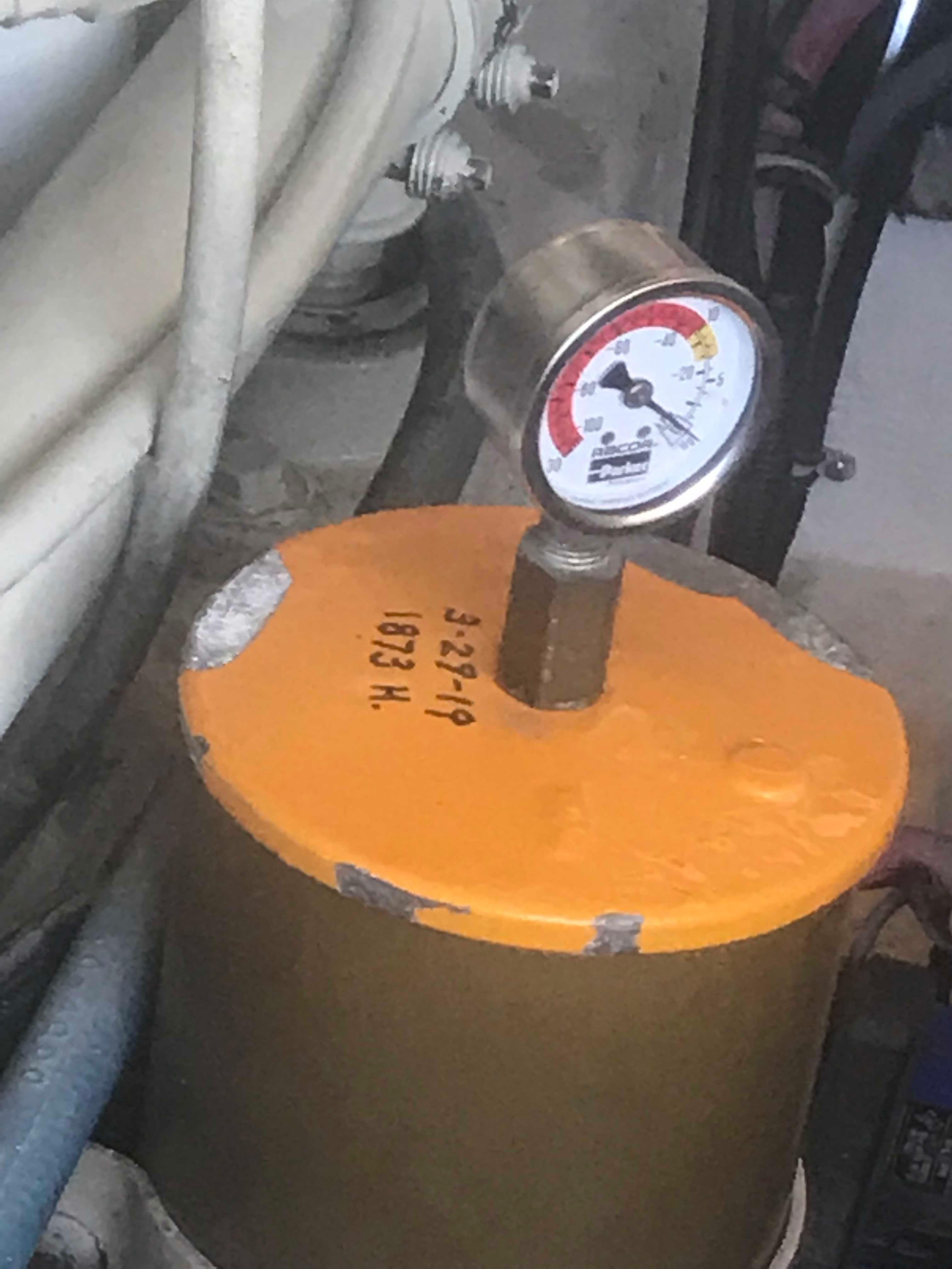 Pursuit 3000 Offshore - Vacuum gauges on Racor Fuel Filters
