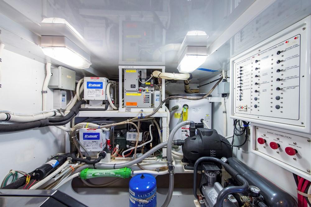 1996 60' Jim Smith Custom Sportfisherman Engine Room