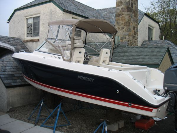 23' Pursuit DC 235 Dual Console