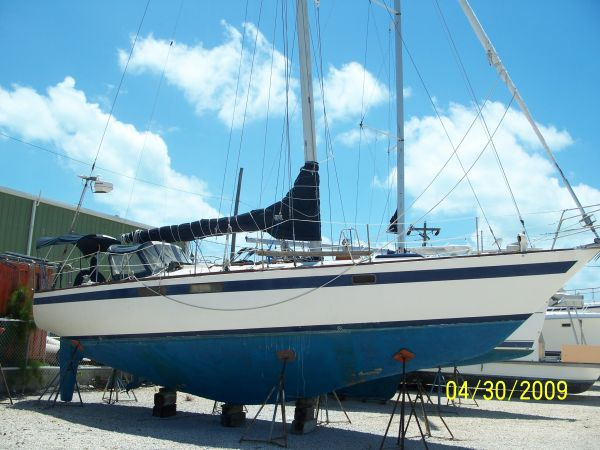 Pearson Centerboard Cutter Rigged Daysailers. Listing Number: M-3395972
