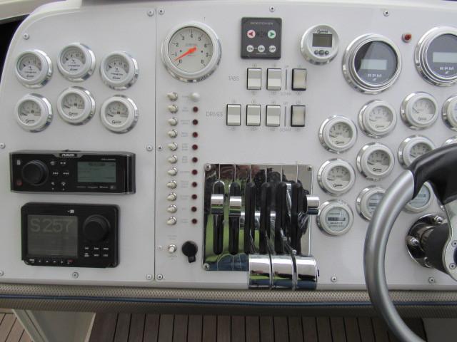 Helm / Electronics & Navigation 2