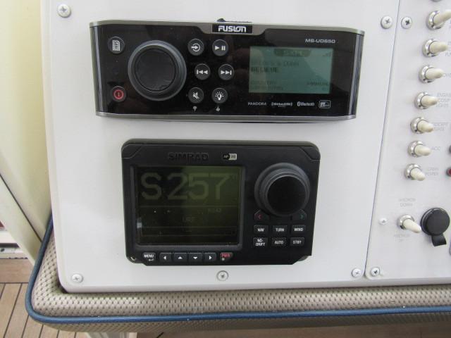 Helm / Electronics & Navigation 5