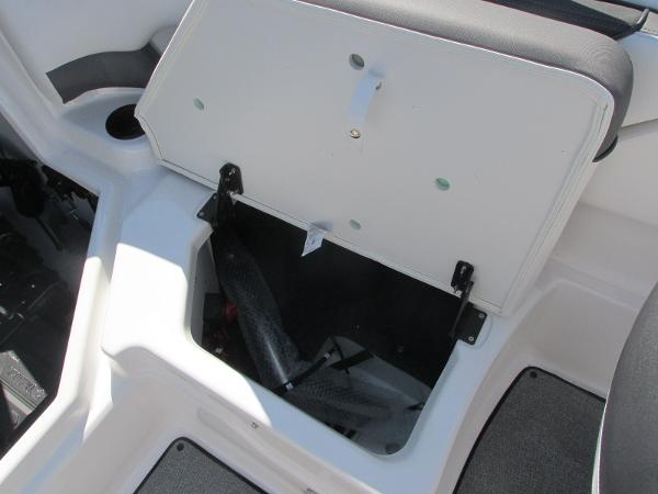 2020 Yamaha boat for sale, model of the boat is SX210 & Image # 17 of 39