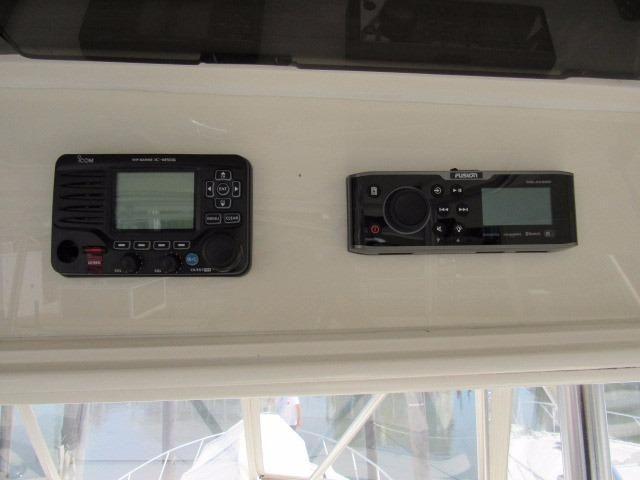 Helm / Electronics & Navigation 6 - VHF Radio & Stereo