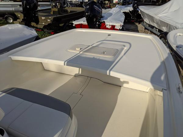 2019 Mako boat for sale, model of the boat is Pro Skiff 19 CC & Image # 8 of 26