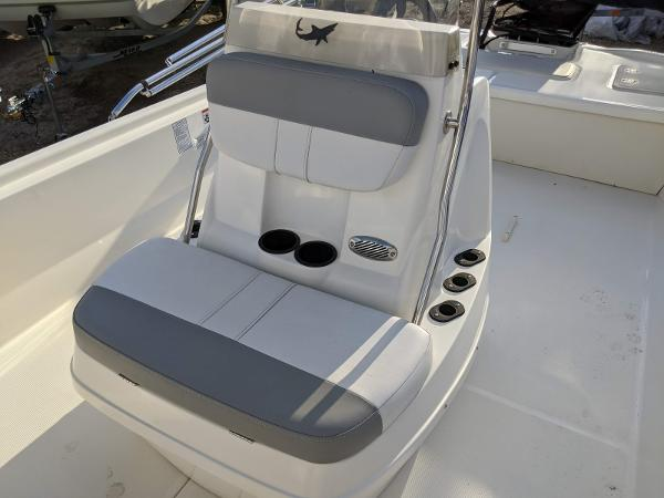 2019 Mako boat for sale, model of the boat is Pro Skiff 19 CC & Image # 10 of 26
