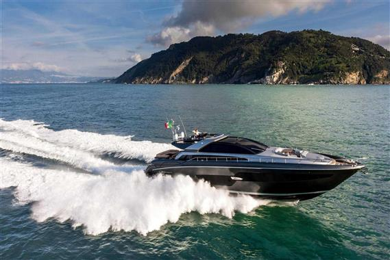 88 ft Riva 88′ Domino Super