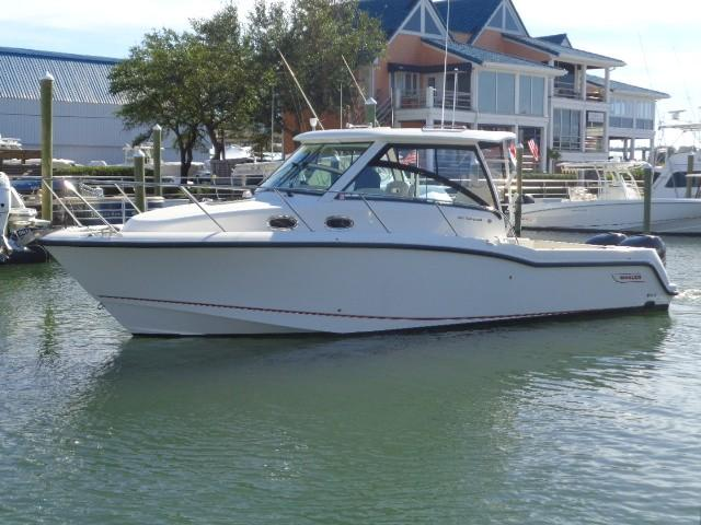 315 Conquest exterior profile away from the dock