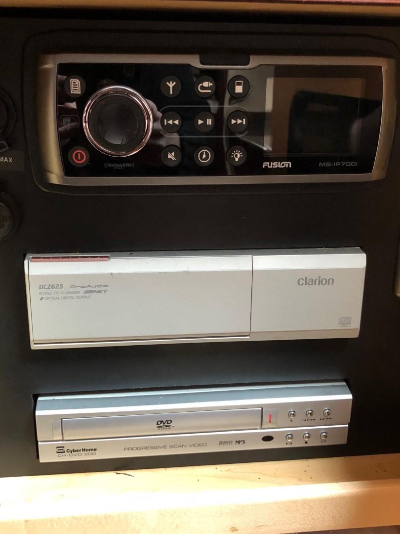 Salon - Stereo Controls