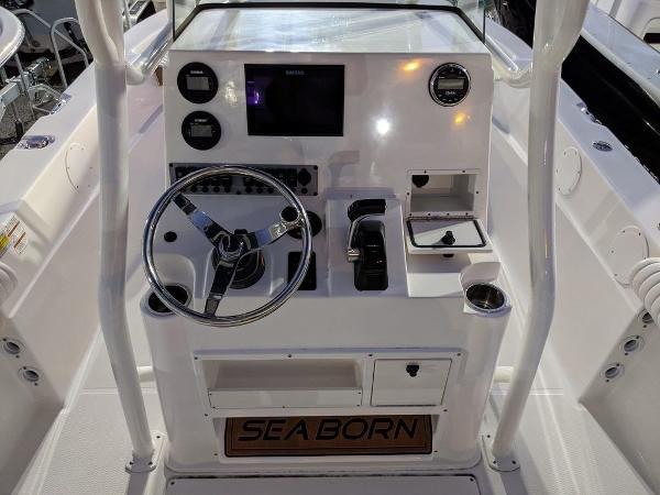 2019 Sea Born boat for sale, model of the boat is LX24-CC & Image # 18 of 38