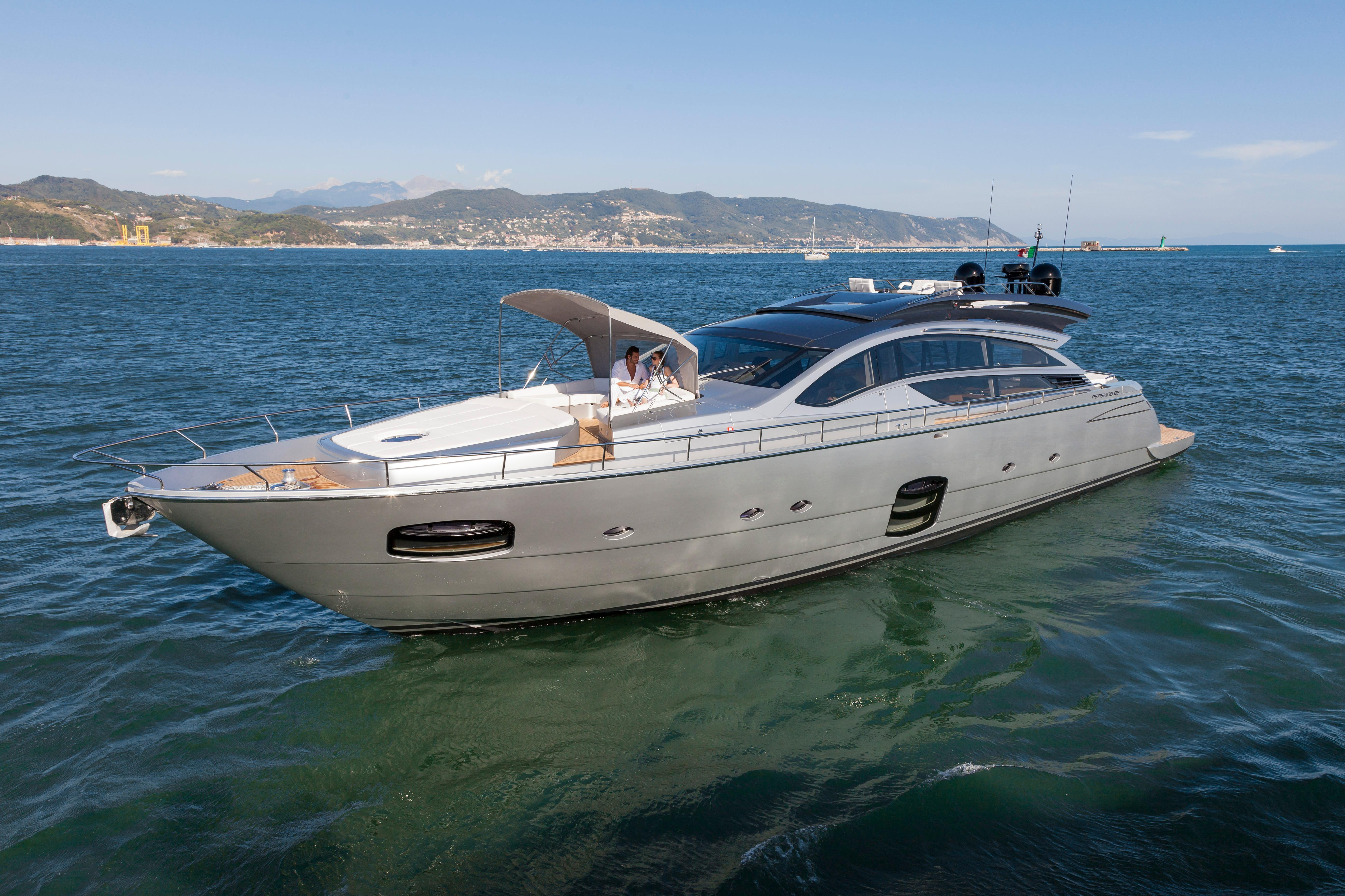 2015 Pershing 82 - Profile