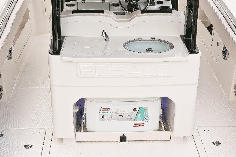 Robalo R302 Center Console 2020 10