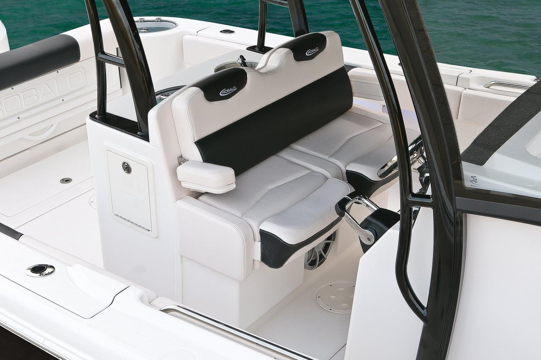 Robalo R302 Center Console 2020 9