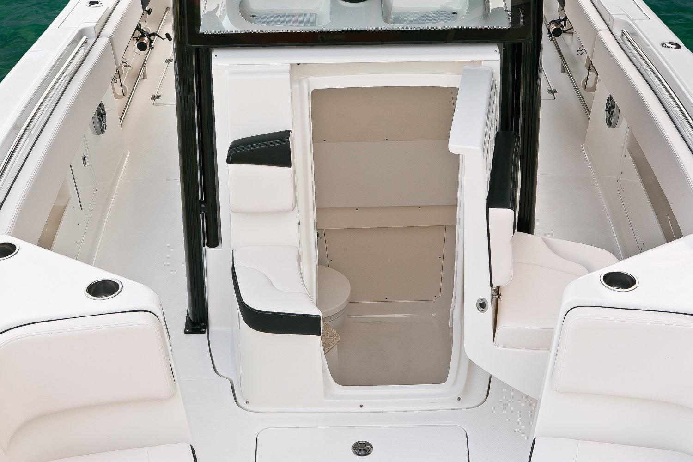 Robalo R302 Center Console 2020 12